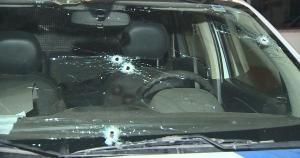 Apesar de uma viatura ter ficado com muitas marcas de tiros, nenhum policial foi ferido. Já os criminosos, que estavam em uma moto, conseguiram fugir em uma área de matagal