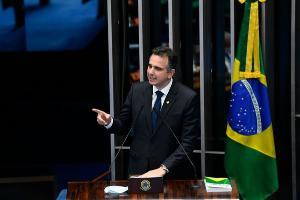 O senador mineiro era o grande favorito, contando com o apoio do presidente Jair Bolsonaro e de seu padrinho político nessa disputa, o agora ex-presidente do Senado Davi Alcolumbre (DEM-AP)