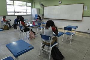 Segundo a Secretaria de Educação, os pais poderão optar por mandar os filhos à escola. Confira como vai funcionar o ensino híbrido