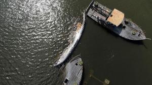 Na região há vários barcos que naufragaram. Dentre eles, está a Caravela Espírito santo, construída para as comemorações do 500 anos do descobrimento do Brasil
