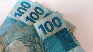 Auxílio que foi depositado no dia 9 de abril agora pode ser sacado ou transferido. Os valores podem variar de R$ 150 a R$ 375, dependendo da composição familiar