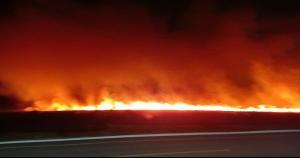 Os militares combateram o fogo durante a noite e, na manhã desta quarta, foram acionados novamente, no mesmo local, para controlar um novo foco de incêndio