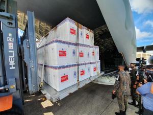 Doses da Coronavac virão para o Espírito Santo em aeronave da Azul, segundo informações do Aeroporto de Vitória e da própria companhia aérea