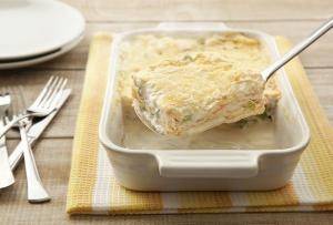 Sugestão para quem busca uma refeição prática e adora massas com molhos cremosos, a lasanha fica pronta em menos de meia hora