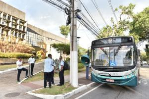 Os motoristas alegam que a Prefeitura da Capital não está fazendo o repasse de verba à Viação Grande Vitória, o que estaria causando atraso no pagamento dos salários