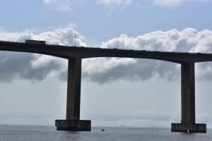 Segundo a Rodosol, às 3h01 foi registrada a velocidade de 87,75 km/h pelo anemômetro instalado na ponte. Recomendável de segurança para motociclistas na via é de até 90 km/h para motos, e 120 km/ carros