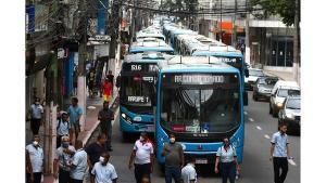 Durante o dia, houve paralisão de ônibus e protesto no Centro de Vitória. A principal reivindicação é o retorno dos cobradores aos trabalhos dentro dos coletivos