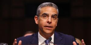 Facebook Faces Critics, Potential Allies at Senate Hearing on Digital Currency