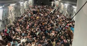 A ocupação do Afeganistão pelo grupo Talibã, a partir da retirada às pressas do exército norte-americano do país nos últimos dias, trouxe novamente para o debate público internacional a questão da migração forçada