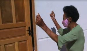 Dona Maria tomava banho de caneco e a cozinha era improvisada no lado de fora do imóvel; o novo lar em Vila Velha foi entregue nesta quinta-feira (28)