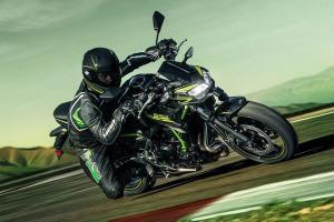 Versão 2021 da motocicleta chega às concessionárias com o visual discretamente revigorado e traz mudanças nos pneus para pilotagem mais esportiva