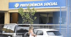 Bolsonaro sanciona lei que amplia margem do crédito para segurados durante o período da pandemia. Veja as regras
