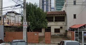 Na Capital, está à venda um terreno de 688,42 metros quadrados na Praia do Canto com uma casa antiga. Ofertas devem ser feitas até sexta-feira (28) pela internet por meio do novo portal de venda do governo