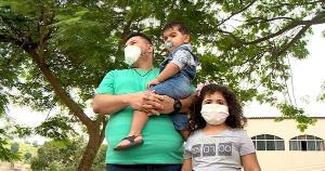 Em apenas 15 dias, o professor Valdecir Lotério viu a família ser devastada pelo coronavírus; em casa, ele ficou apenas com os dois filhos pequenos. Município vive uma explosão de casos e mortes pela doença