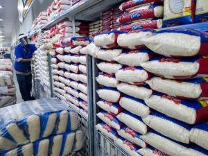 A redução de tarifas de importação para o arroz produzido fora do Mercosul deverá ter efeito apenas de limitar a alta de preços do produto