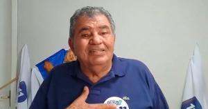 Aos 75 anos, ele chegou a ser intubado e agora sofre com complicações da doença