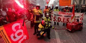 France Grinds to a Halt as Massive Strike Begins