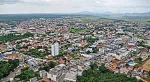 A última morte em decorrência do novo coronavírus no município foi registrada no dia 17 de julho. Prefeito avalia que número de mortes já começou a cair