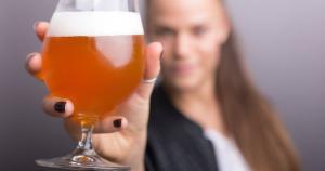 Inspire-se em uma lista com seis ideias de mimos cervejeiros selecionados para a comemoração no dia 9 de maio