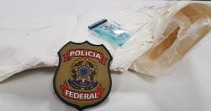 Segundo a Polícia Federal, a suspeita estava escondendo cerca de 2 quilos de pasta base de cocaína junto ao corpo. A passageira é de Cuiabá, no Mato Grosso, e foi conduzida para a Superintendência Regional da PF, em Vila Velha