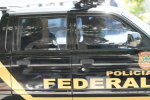 Segundo a Polícia Federal, o indivíduo é alvo da Operação Párvulo e era procurado por tráfico de drogas e associação para o tráfico