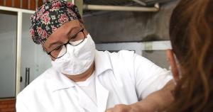Estudo do Núcleo Interinstitucional de Estudos Epidemiológicos (NIEE) demonstrou a relevância da vacinação para a superação da Covid-19