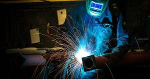 Há oportunidades para soldador, mecânico, acabador de mármore e granito, pedreiro, tratorista, costureira, entre outros postos de trabalho; veja a lista