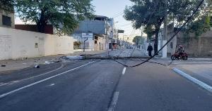 O acidente ocorreu na madrugada deste domingo (25) e não houve vítimas; pista foi bloqueada nas imediações do Shopping Vila Velha