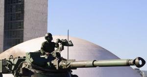 O desfile desta terça-feira (10) em frente ao Palácio do Planalto reuniu pela manhã cerca de 40 veículos militares, todos da Marinha, entre blindados, tanques, caminhões e jipes