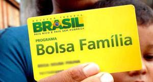 O crédito será descontado até o limite de 30% do valor do benefício; O economista Eduardo Araújo avalia os riscos e benefícios da contratação do empréstimo