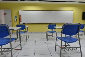 Câmara dos Deputados aprovou a urgência de projeto que declara essenciais as aulas presenciais. Caso aprovada, lei vai dificultar aulas remotas
