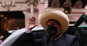 No início da tarde desta quarta (28), Castilho prestou juramento diante do plenário do Congresso unicameral, usando seu chapéu de palha de aba larga, uma marca de toda a sua campanha eleitoral