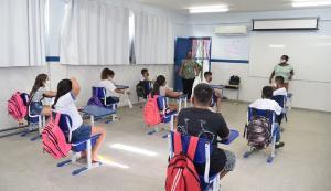A volta dos alunos será de forma gradual e a ocupação das salas de aula não pode exceder 50% da capacidade