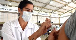 Para ser imunizado, é preciso comparecer a um dos cinco pontos de vacinação disponíveis para atender a população na manhã desta quinta-feira (29), entre 8h e 12h