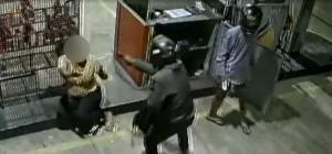 Aos nove meses de gestação, a mulher, que trabalha como frentista no local, ainda teve uma arma apontada para a cabeça. Após o susto, ela e o bebê estão bem