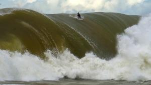 O fotógrafo capixaba Gabriel Henriques fez imagens incríveis no último domingo (27), no pico que fica a cerca de cinco quilômetros da costa canela-verde