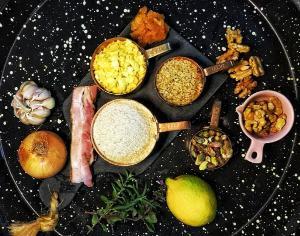 Qual o tipo de farinha para cada prato? Como preservar sua crocância? A coluna traz respostas e sugestões para quem quer caprichar na farofada de fim de ano
