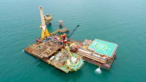 Trata-se da estrutura de petróleo mais antiga do Estado, localizada no litoral de São Mateus, e que não produz desde 2010. Os poços já foram fechados e a sucata vai ser reciclada