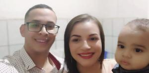Alessandra Lima Farias, de 22 anos, descobriu que o filho Adam Farias de Oliveira, de um ano e onze meses, tem a síndrome rara aplasia de medula