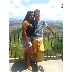Admilson de Souza da Cruz foi condenado a 16 anos de prisão. Ele é acusado de ter matado a esposa, Claudiana Bom Macota, por asfixia e enterrado o corpo na Praia da Gamboa, em outubro de 2017