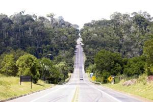 É triste vermos o tempo passar e, diante de tantos acidentes e mortes, o início das obras de duplicação da rodovia continuar na dependência de entraves da legislação ambiental