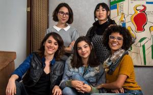 Gabriela Medvedovski, Heslaine Vieira, Manoela Aliperti, Ana Hikari e Daphne Bozaski levaram suas personagens da adolescência, em 'Malhação', à vida adulta, em 'As Five'. A série estreia na TV Globo na próxima terça-feira, 26