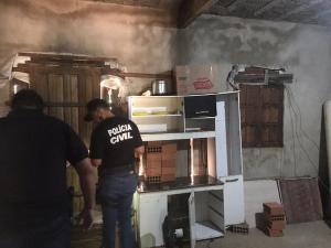 Segundo a Polícia Civil, a vítima de 84 anos vivia em uma casa com janelas e portas pregadas por dentro e sem nenhuma ventilação