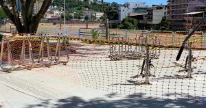 No município, está proibido utilizar os espaços públicos de esporte e lazer, como academias ao ar livre, quadras e praças. As barreiras começam nesta quarta (17)