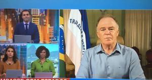 Bolsonaro e ministro das Comunicações foram ao Twitter ressaltar dinheiro enviado a Estados. Ministro falou em 'dinheiro sobrando' e criticou medidas de combate à Covid-19