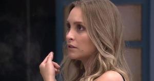 Atriz conversou com Camilla de Lucas na cozinha da casa depois da formação do primeiro paredão falso do 'BBB 21' após Arthur dar imunidade a Projota