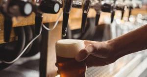 Você sabia que os polêmicos dois dedos de espuma são fundamentais para preservar a bebida? Saiba mais sobre esse e outros cuidados básicos
