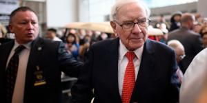 Warren Buffett Found His 'Elephant' With Giant Stake in Apple