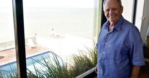 O empresário, músico e escritor Carlos Fernando Lindenberg Filho, o Cariê, morreu nesta terça-feira (6), em Vitória, aos 85 anos, em decorrência de complicações de uma pneumonia