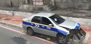 O acidente ocorreu às 5h desta sexta-feira (3). Segundo a Guarda Municipal de Vitória, o veículo será removido do local por um guincho